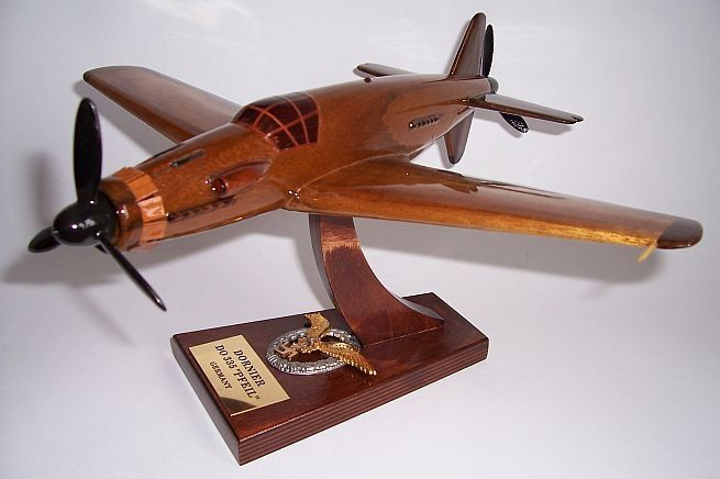 DORNIER Do335PFEIL. Holzmodelle der deutschen Militärflugzeuge aus dem Ersten und Zweiten Weltkrieg