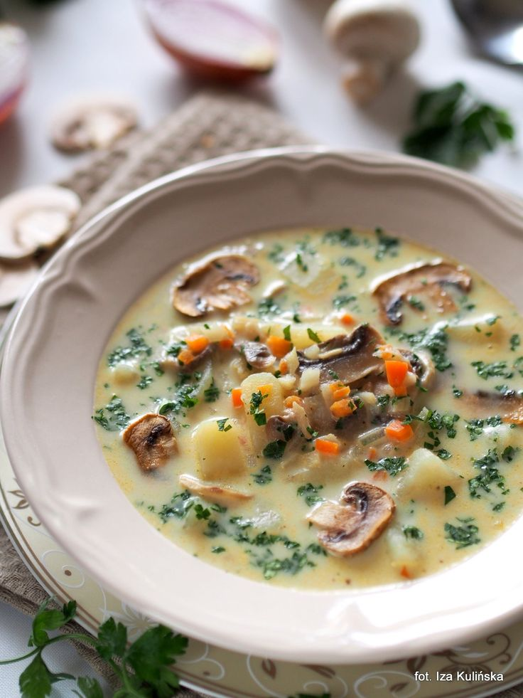 Smaczna Pyza: Domowa zupa pieczarkowa