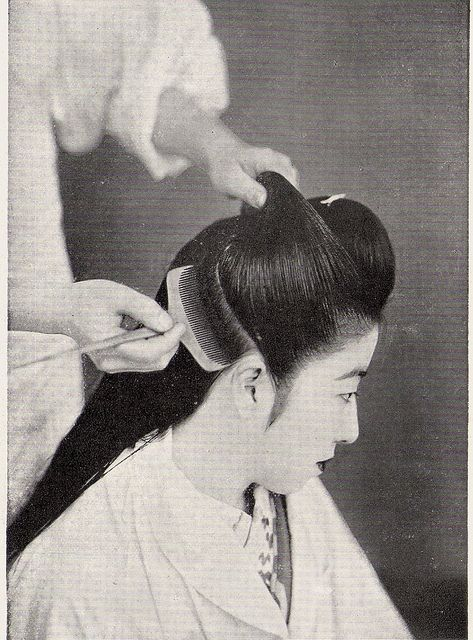 Hairstyling, early 1950's (Note: I disagree with the timeline but it's what was captioned on the Flickr site too) #PhotojournalismJapan