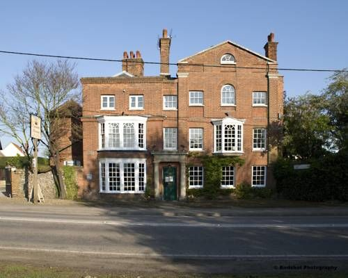 The Crown House Hotel Great Chesterford This former Georgian coaching inn located in the picturesque village of Great Chesterford, just off the M11 motorway. It offers an award-winning restaurant, a huge landscaped garden and free parking.