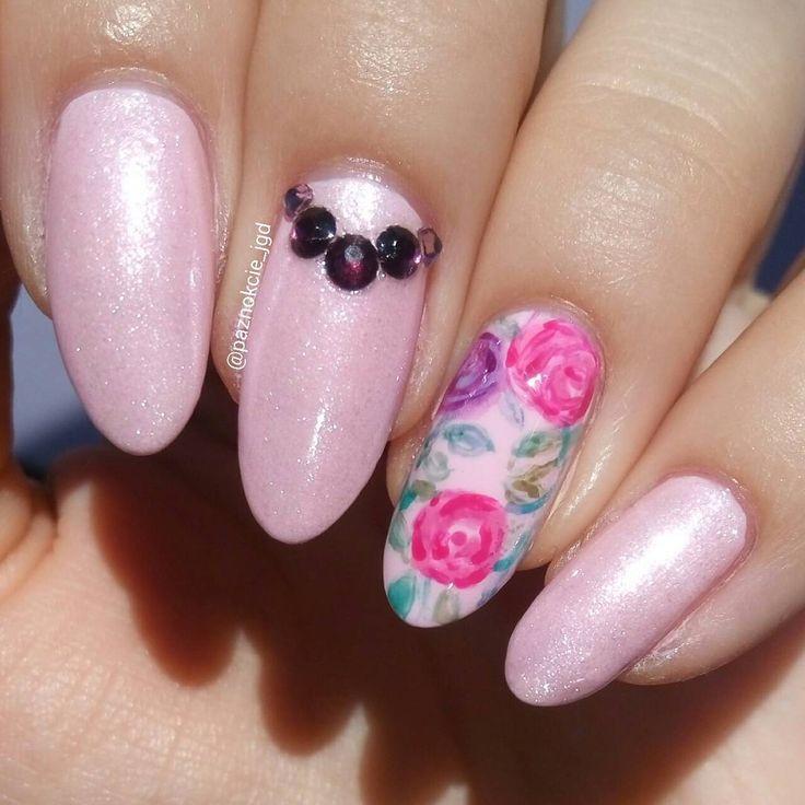 """Polubienia: 156, komentarze: 7 – Jagoda  (@paznokcie_jgd) na Instagramie: """"Różowe szaleństwo  Kamyczki też są różowe, ale nijak nie mogłam ująć tego na fotografii. .. . .…"""""""