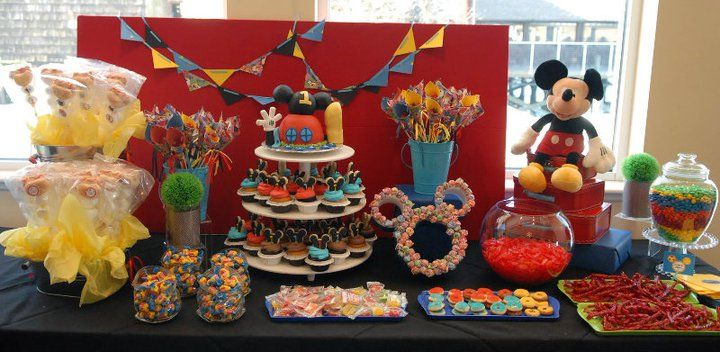 """Cute Mickey Mouse Clubhouse theme with """"Hot Diggity Dog"""" marshmallow pops!"""