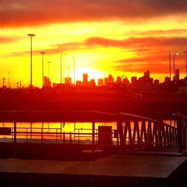 One of the perks of getting up extra early is seeing the sunrise over our beautiful city, Melbourne  #visitmelbourne #beautiful #scenery #cityscape #sunrise #instamelbourne #instagood #instasunrise #melbourne #melbournelifelovetravel #landscape #lovemelbourne #thatview #earlymornings #throwback
