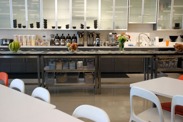 Pretty kitchen at Eventbrite's SF headquarters!: House Tours, California Homes, Eventbrit Colors Fil, Eventbrit Kitchens, Colors Fil Warehouses, Pretty Kitchens, View, Houses Tours, Eventbrite Colors Fil