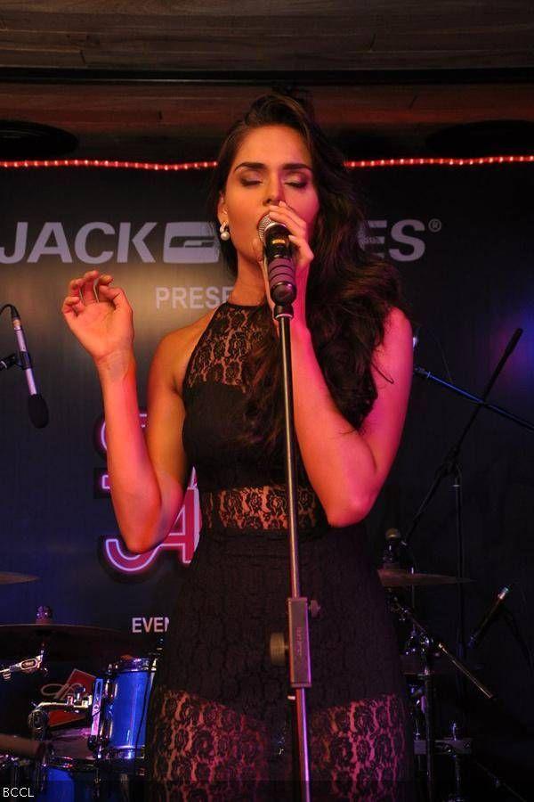 Nathalia Kaur sings during an event at Vero Moda, Santacruz, in Mumbai. #Style #Bollywood #Fashion #Beauty