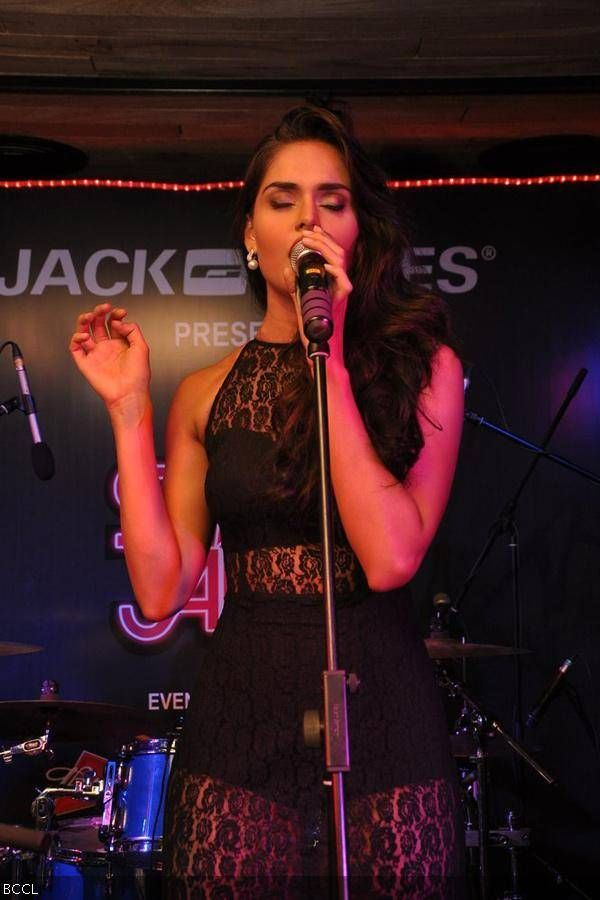 Nathalia Kaur sings during an event at Vero Moda, Santacruz, in Mumbai. #Style #Bollywood #Fashion #Beauty