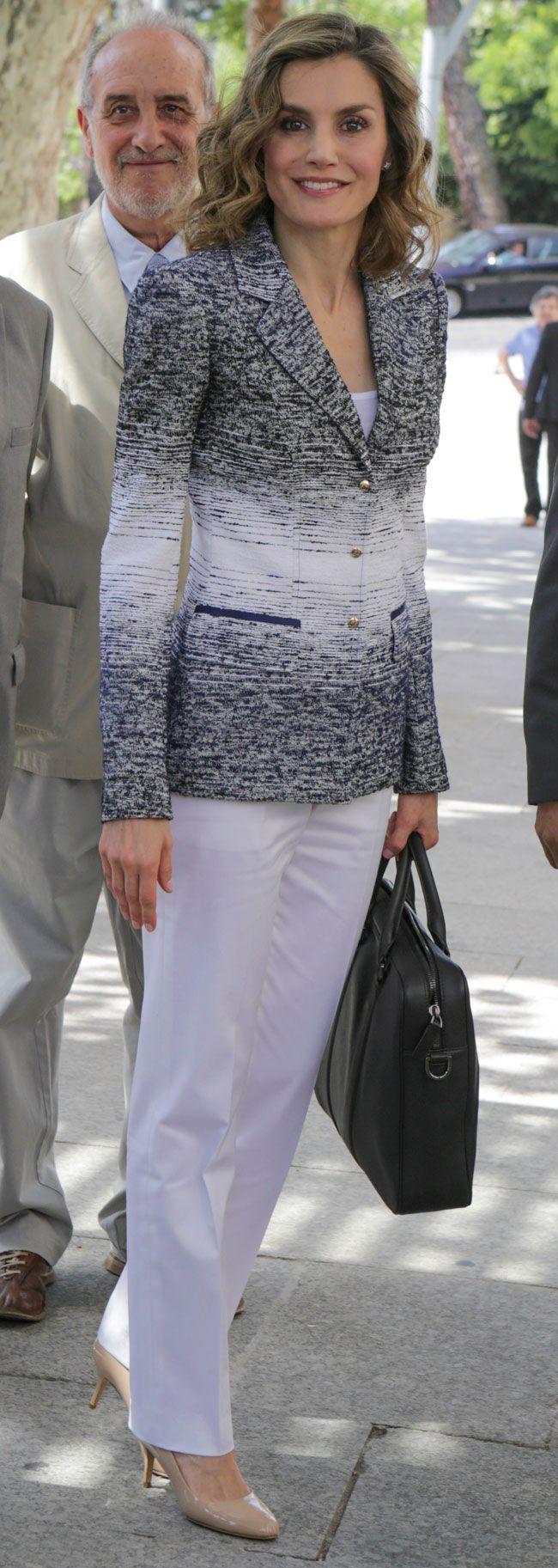 La Reina Letizia, embajadora de la FAO, ha asistido a una conferencia sobre nutrición de los Cursos de Verano de la Universidad Complutense, en El Escorial.