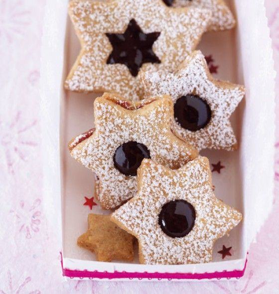 Spitzbuben with mulled wine jelly