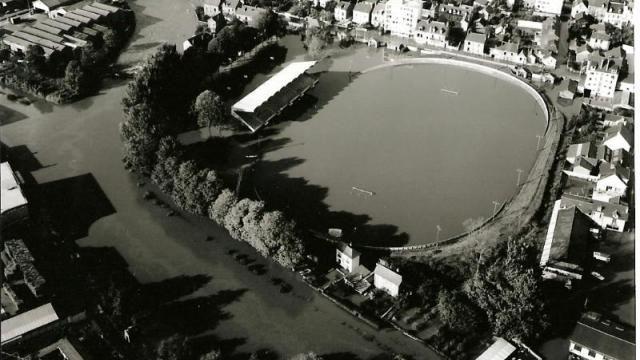 Histoire. L'inondation de 1966 à Rennes Le Stade vélodrome submergé - Ouest-France - 27/10/2016