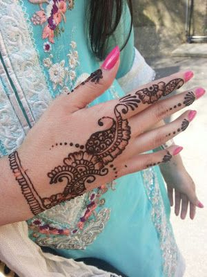 Henna design. Looks super simple and easy to do.   #henna #mehndi