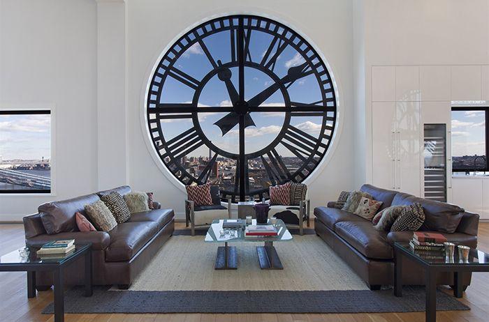 Tra i più costosi ed i più belli appartamenti del mondo, la torre dell'orologio di Brooklyn a New York è diventato un appartamento da 18 milioni di dollari.