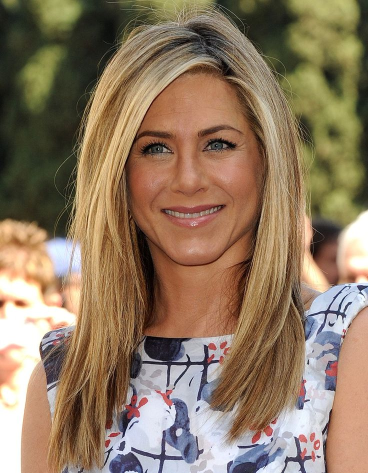 die besten 25 jennifer aniston frisuren ideen auf pinterest jennifer aniston jennifer. Black Bedroom Furniture Sets. Home Design Ideas