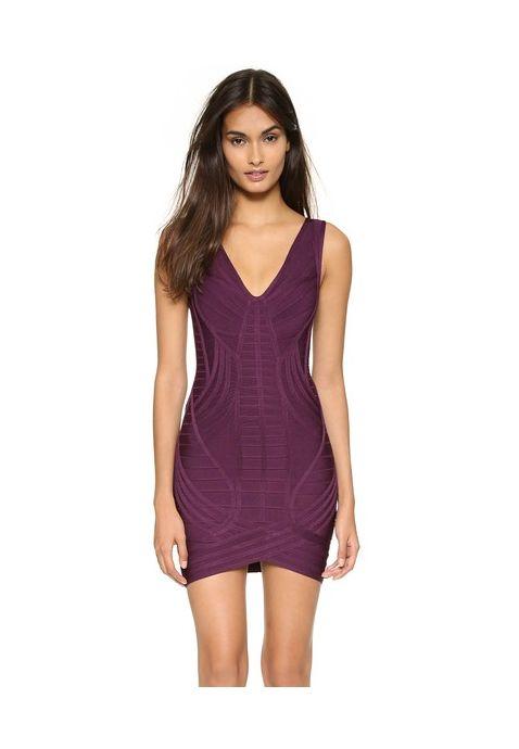 Cette saison, misez tout sur les robes moulantes de caractère, c'est le must du moment. Et avec cette robe bandage violette, vous êtes servie ! Portez cette robe crayon prune avec une veste en cuir et des talons hauts pour un look rock vraiment canon.