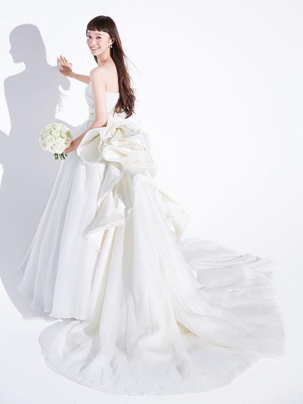 ウェディングドレスは、後ろ姿にこだわりたい♡究極の≪バックシャンドレス≫15選✿にて紹介している画像