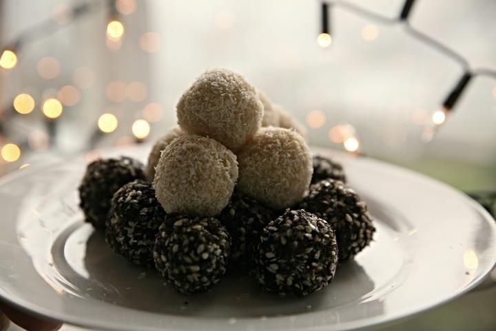 Makové a kokosové kuličky - http://receptydetem.cz/makovo-kokosove-kulicky/