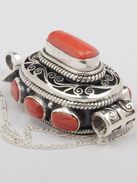 Made in Patan, Nepal, this stunning Tibetan 925 silver prayer box or gau is hand crafted.  This piece has coral inlay and weighs 36 grams