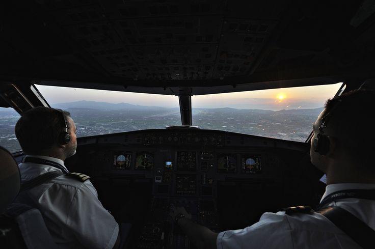 Μετά από μία ώρα και σαράντα περίπου λεπτά πτήσης γύρω στις 06:40 πλησιάζουμε για την προσγείωση στην Αθήνα έχοντας όλη την μέρα μπροστά μας ! Καλό σας Καλοκαίρι!