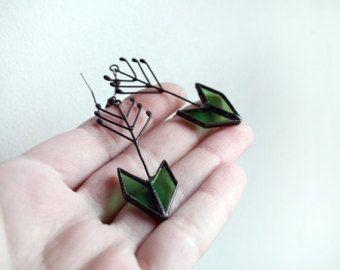 Pijl oorbellen, Gebrandschilderd glas sieraden, groene pijl, Statement sieraden, metalen glas oorbellen, geometrische oorbellen
