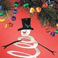 bonhomme de neige ou simple déco découpée dans du papier couleur puis décorée