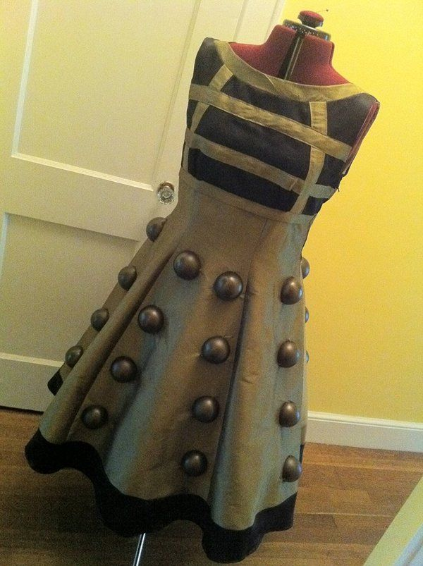 love this so much wonder what to use for the knobby bit of the skirt DIY Dalek dress