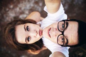 Cute couple photo idea. I REALLY like this lol