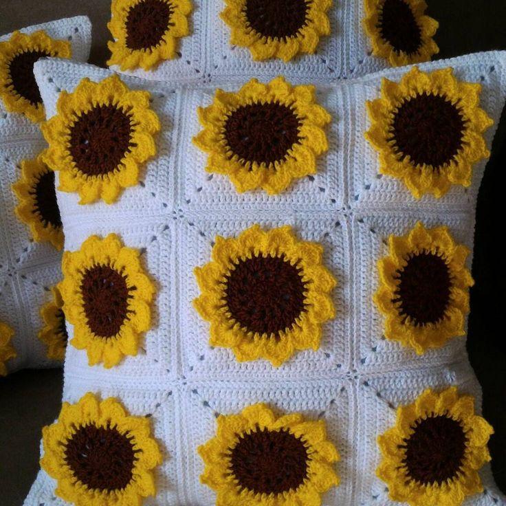 """CUSHION COVER CROCHET on Instagram: """"Siap 5 keping sarung #kusyen. Minggu depan dah boleh pos ke #putrajaya  #crochet #crocheting #crocheted #crochetaddict #handmade…"""""""