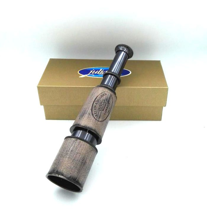 Ochean telescopic antichizat Ochean telescopic antichizat 40cm, obiect de colectie facut din alama patinata imbracata in piele naturala.