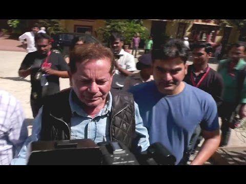Salman Khan's father Salim Khan cast his vote for BMC election 2017.
