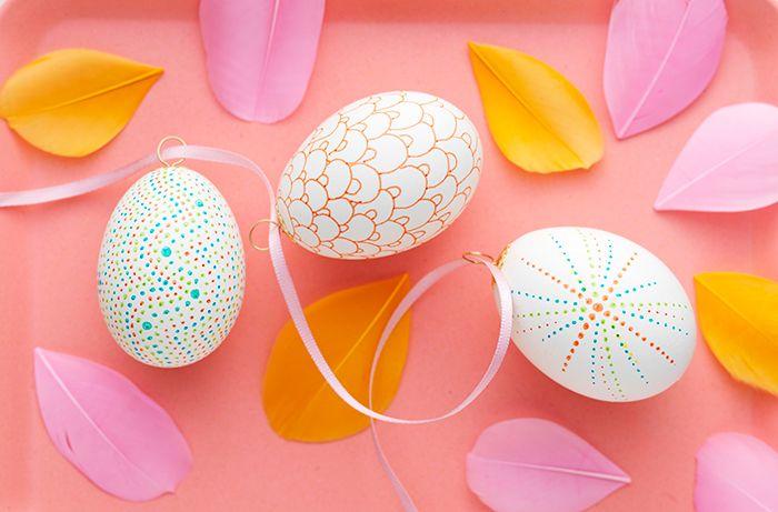 Se filmen hur du dekorerar ägg på olika sätt i påsk!