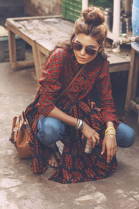 The perfect boho look... Paisley print in dark red, jeans and big sunnies!