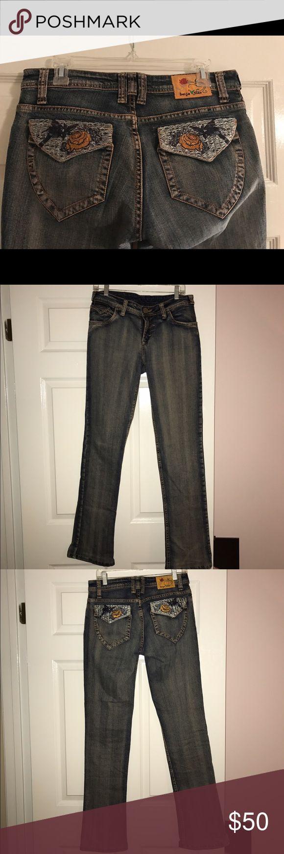 Beija Flor jeans Great fitting Beija Flor 5 pocket jeans. Embroidered back pockets. Slight flare leg. Beija Flor Jeans Straight Leg