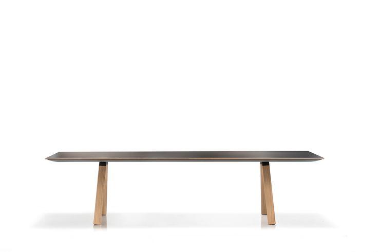 Konferenztisch schwarz-wood. Esstisch mit schwarzer Tischplatte.
