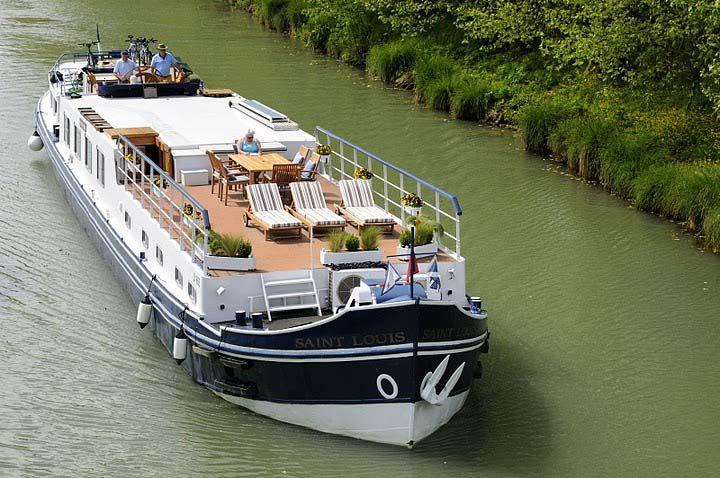 Houseboat | #houseboat #glamping @GLAMPTROTTER