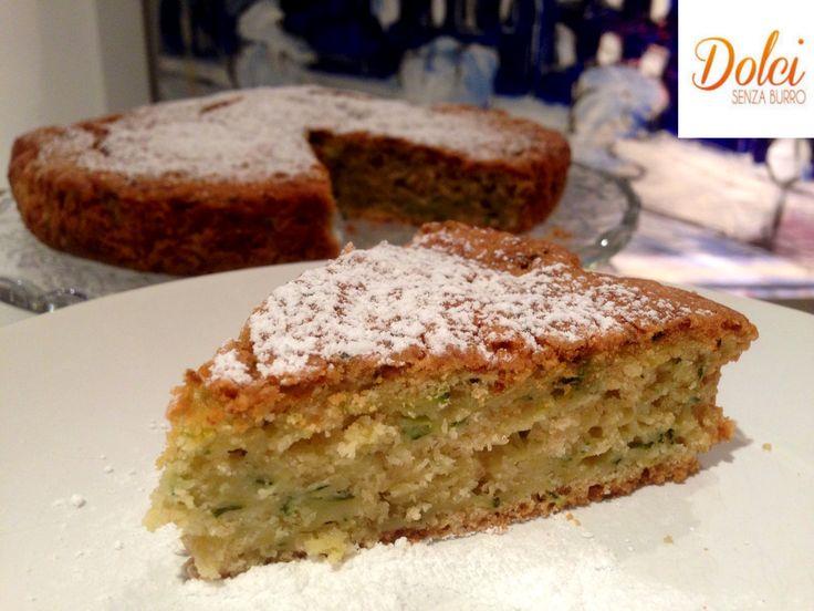 La Torta Dolce di Zucchine è un dolce senza burro insolito dal sapore unico che vi stupirà! Leggera, soffice e umida perfetta per le vostre colazioni!