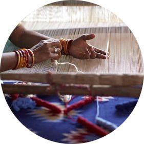 Découvrez tout ce qui est en rapport avec les tapis faits à la main. Les secrets, les définitions, tout est dans cet article ! #tapis #tapisfaitmain #design #décoration #déco #tapisoriginal #tapisunique #tapishandmade