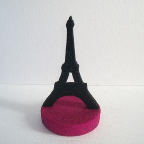 Decoração para festa Paris Torre Eiffel <br> <br>Enfeite e centro de mesa ideal para decorar a mesa principal e a mesa dos convidados. <br> <br>Produzido em ISO P2, lixado , pintado e banhado com Glitter( cobertura total) <br> <br>OBS: Enfeite segue desmontado,Para facilitar envio, basta fincar na base, já vai pronto para isso. Pode escolher as cores, acima de 20 peças consulte prazo. <br> <br>Esclareça suas dúvidas antes da compra!!