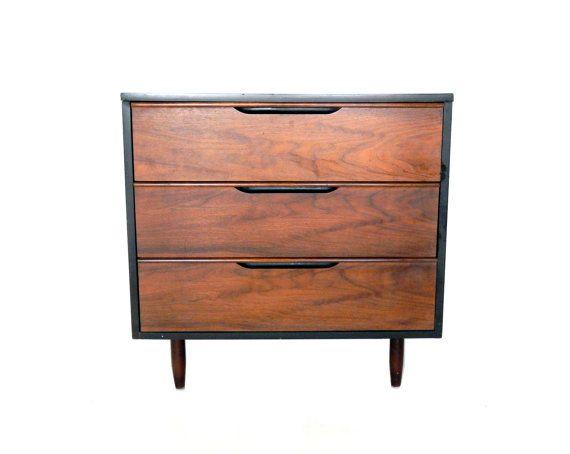 Milieu de siècle moderne commode noyer petit court Dresser trois tiroir commode chambre commode danois mobilier moderne scandinave Decor