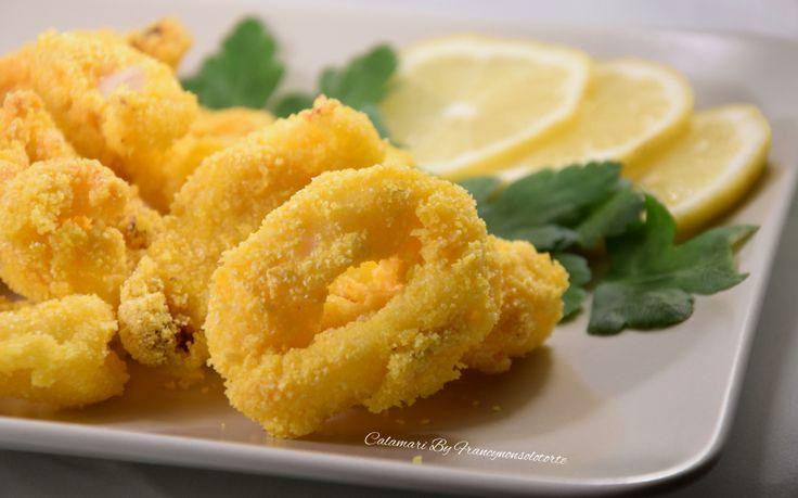 la finta frittura di calamari non tradizionalmente fritti ma cotti nella Airfryer. Croccanti come fritti ma con l'aggiunta di un solo cucchiaio di olio.