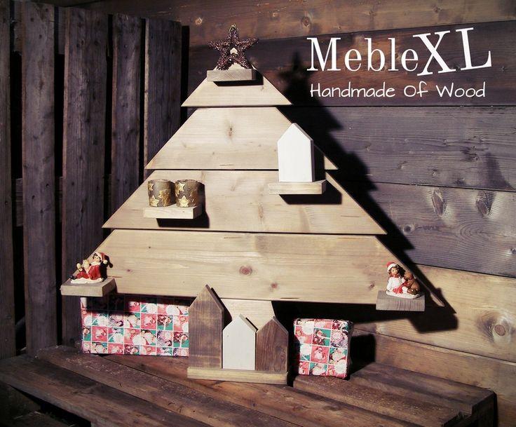 Eigen kerstboom van oud hout met decoratie huisjes. simpel en sfeervol. Kan makkelijk opgeborgen worden voor de volgende kerstjaren en de huisjes staan overal, het hele jaar door, decoratief bij ;)
