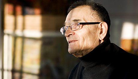 Rafael Wardi (taustaa) ..... Rafael Wardi (s. 5. heinäkuuta 1928 Helsinki) on Helsingissä asuva kuvataiteilija.  Wardin vanhemmat olivat kauppias Isak Waprinsky ja Riko Lea Waprinsky (o.s. Sribnik). Wardin isän Isakin vanhemmat muuttivat Suomeen Mogiljovista Valko-Venäjältä taas kun äiti Riko Lean vanhemmat ovat Daugavpilsista Latviasta.  Töissä hallitseva väri on keltainen.  Aiheet henkilökuville ja sommitelmille ovat löytyneet lähiympäristöstä, usein kotipiiristä.