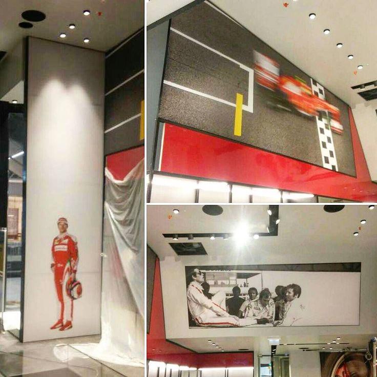 Allestimento Ferrari store presso aeroporto di Fiumicino Roma.  #ferrari #store #official #negozio #puntovendita #allestimento #stampa #digitale #montaggi #strutture #digital #print #aeroporto #fiumicino #roma #adigital #cavallino