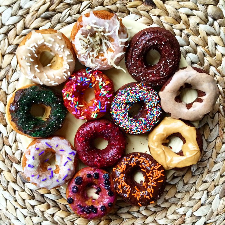 12 #vegan donut recipes! lemon lavender, blueberry lavender, chocolate peppermint, orange chocolate, strawberry sprinkle, maple coconut... I dare you to eat just one. | The Friendly Fig