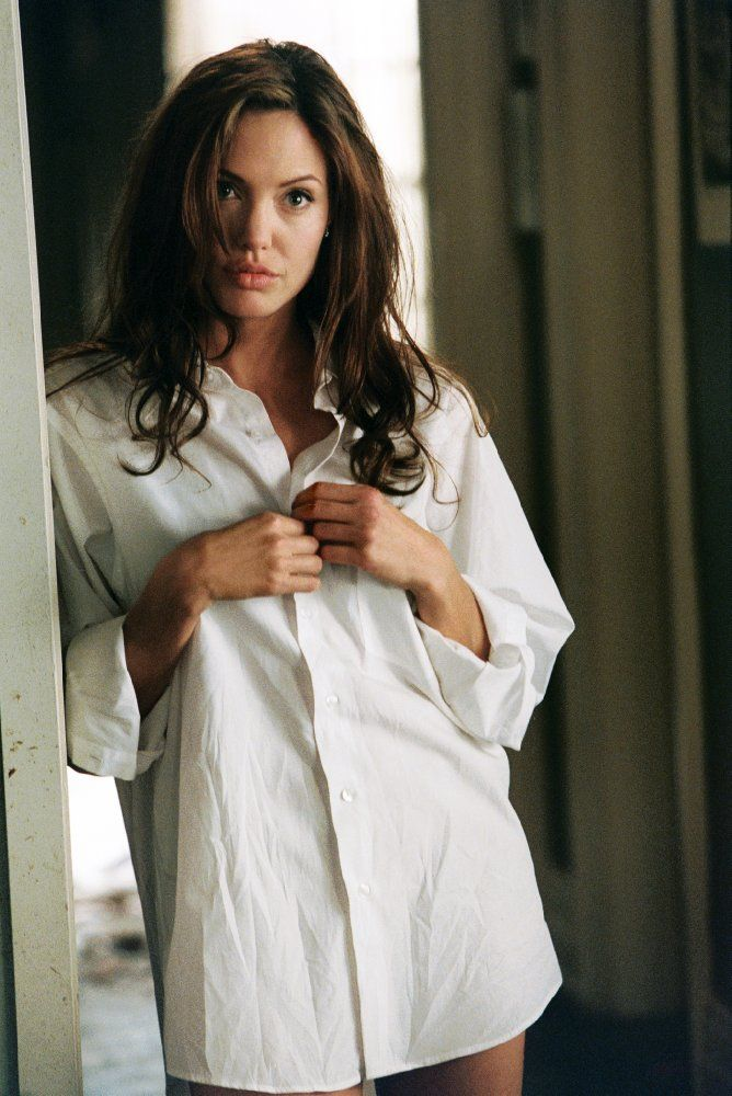Angelina Jolie Pitt in Mr. & Mrs. Smith (2005)