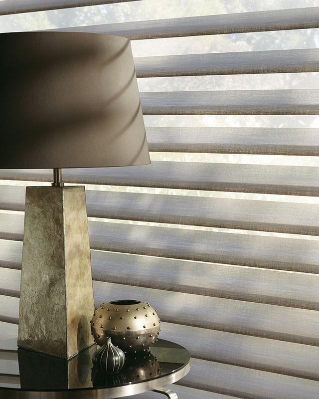 Productos con tecnología Hunter Douglas para cubrimiento de ventanas. En Allegro Bogotá.