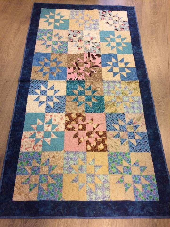 Forsvinnende timeglass - ein herlig teknikk. Dette teppet har eg sydd i denne blå og rosa varianten - og også i motsatt - rosa og blå.