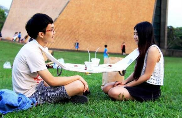 Floating Picnic Table - Japanese Inventions
