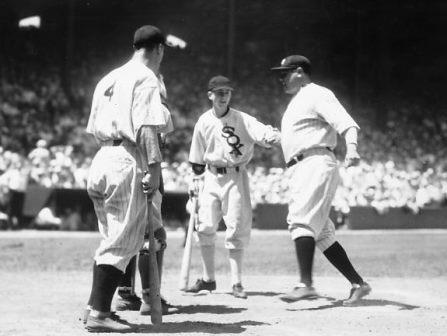 El partido terminó 4-2 a favor de la Liga Americana y la nota destacada fue un jonrón de Babe Ruth (foto) por el jardín derecho, que fue celebrado por todos los presentes.