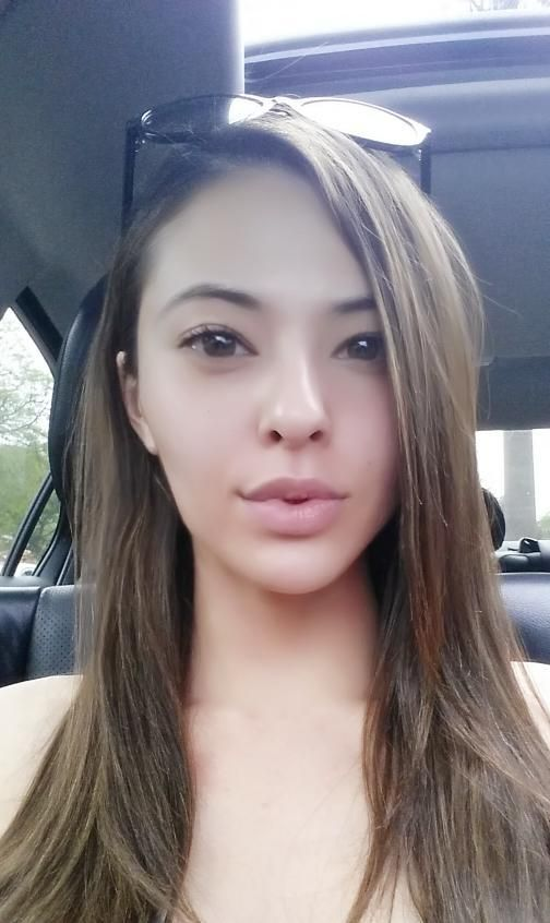 Lalla Hirayama looks angelic au natural and we love it.
