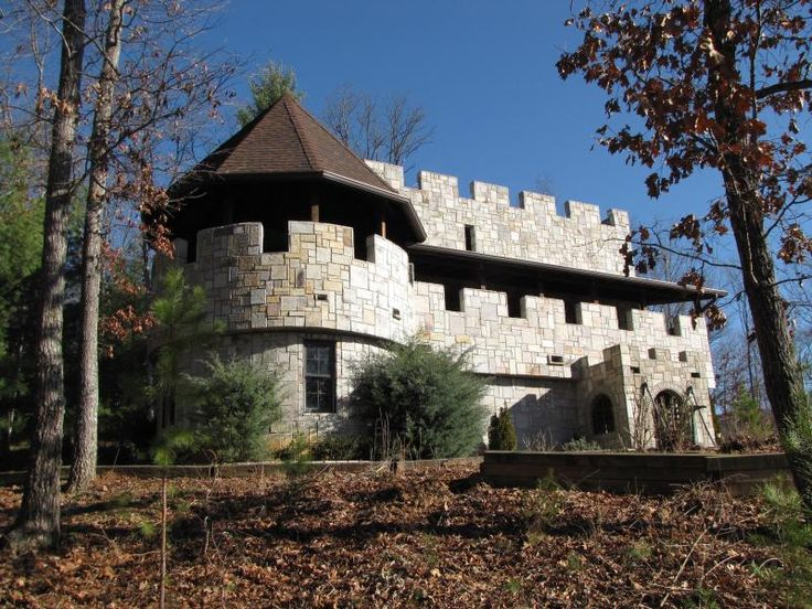 Castle McKenzie at Tulach Ard in Murphy, NC (Oh my word! I'm going to have to go stay here!)