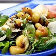 Gnocchi med färsk salvia och rostad vitlök
